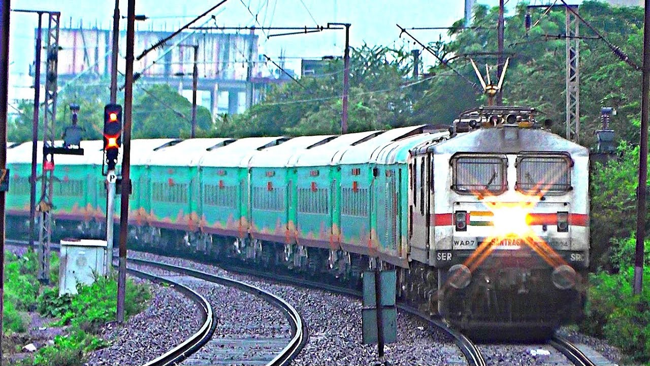 First Run of 20821 Pune - Santragachi Humsafar Express Showing Beautiful  Curve at Bhilai Power House