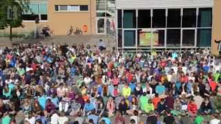 Repeat youtube video 1.000 Schüler grooven zum