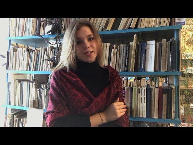 Изображение предпросмотра прочтения – ДаринаЛавриненко читает произведение «Ты такая же простая, как все...» С.А.Есенина