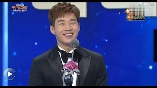 Video [Eng/中文] 151226 Henry at the 2015 KBS Entertainment Award with LeeTeuk! download MP3, 3GP, MP4, WEBM, AVI, FLV Mei 2018