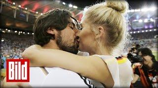 Lena Gercke und Sami Khedira - Sein erster Auftritt nach Trennung ( Kind / Real Madrid / WM )