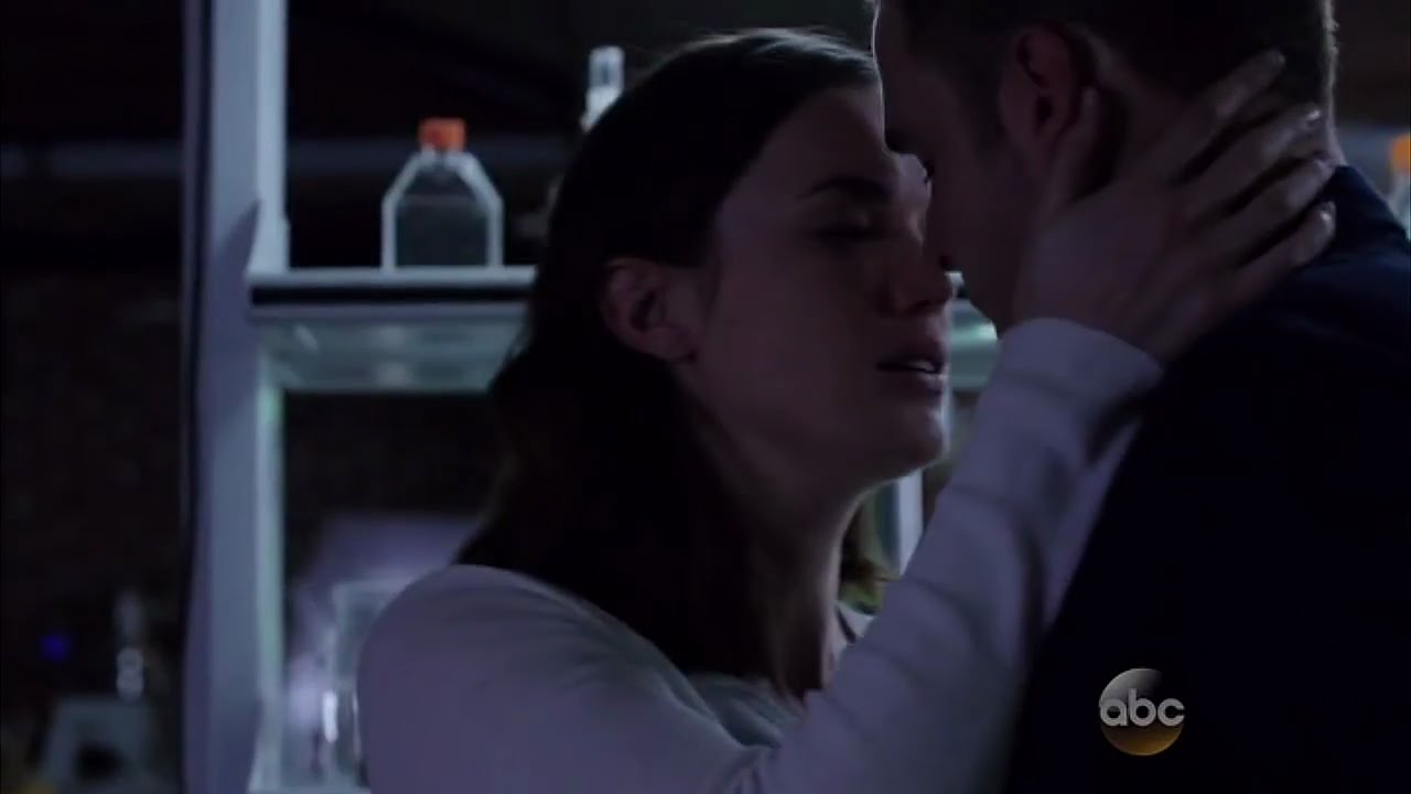 Download Jemma & Leo's (Fitzsimmons) first kiss scene   Marvel's Agents of S.H.I.E.L.D.   3x08