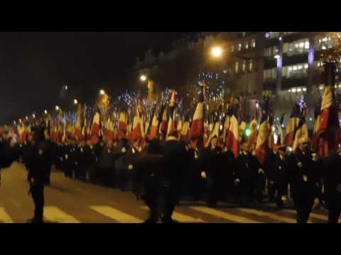 5-12-2016 1000 drapeaux sur les Champs Elysées