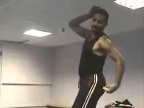 رجل يرقص رقص شرقي خراااااافي thumbnail