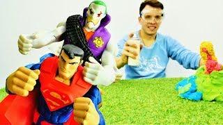 Видео для мальчиков - Супермен против Джокера! - Как заморозить вулкан?