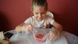 Открываем с Миланой мыло лизун из детского мира, лечим дезинфицируем ручки