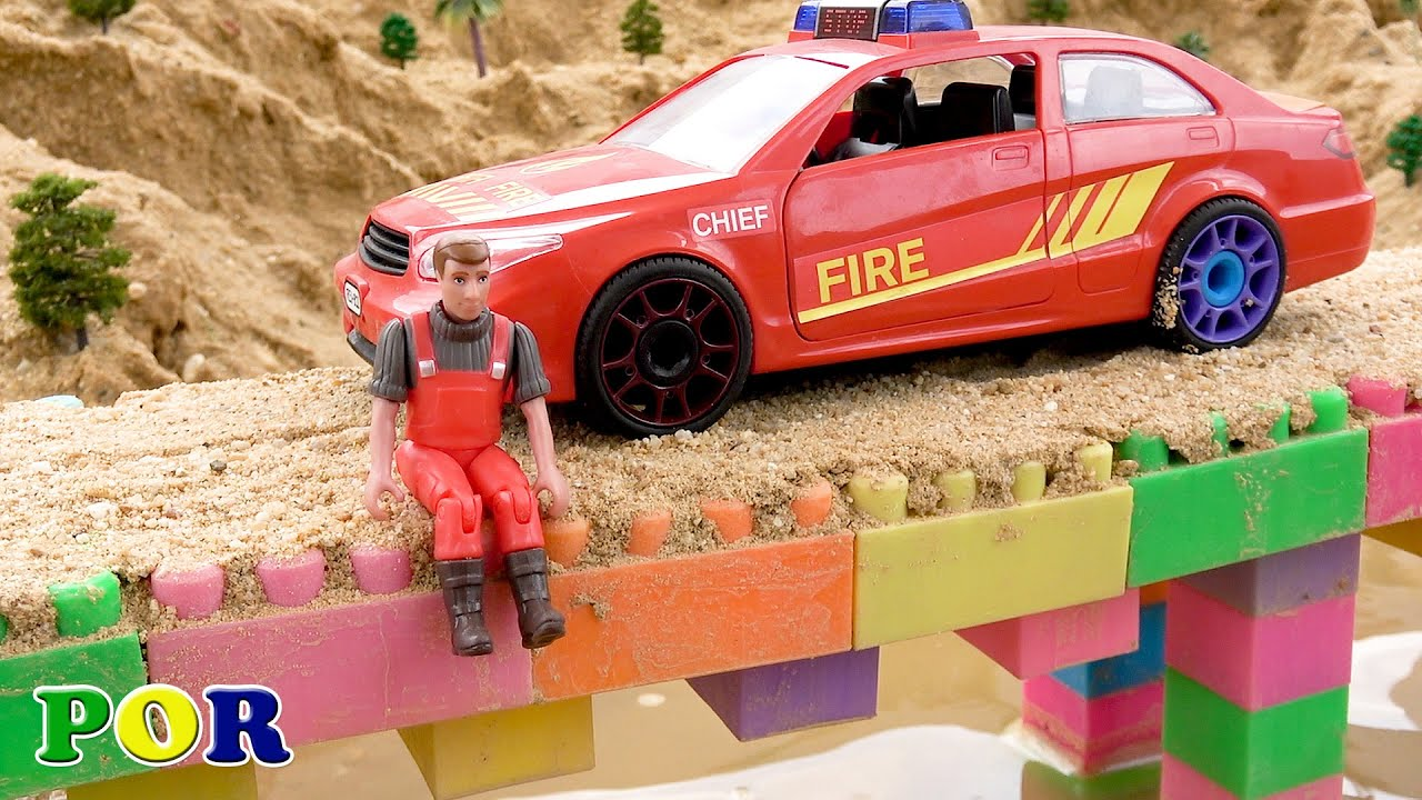 Caminhão de bombeiros fugindo de grande monstro. Equipe de super carros de resgate. Bibo Português
