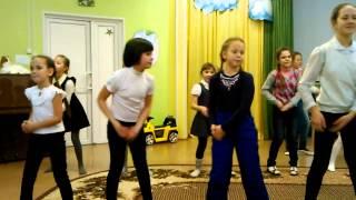 танец для детей из детского дома.
