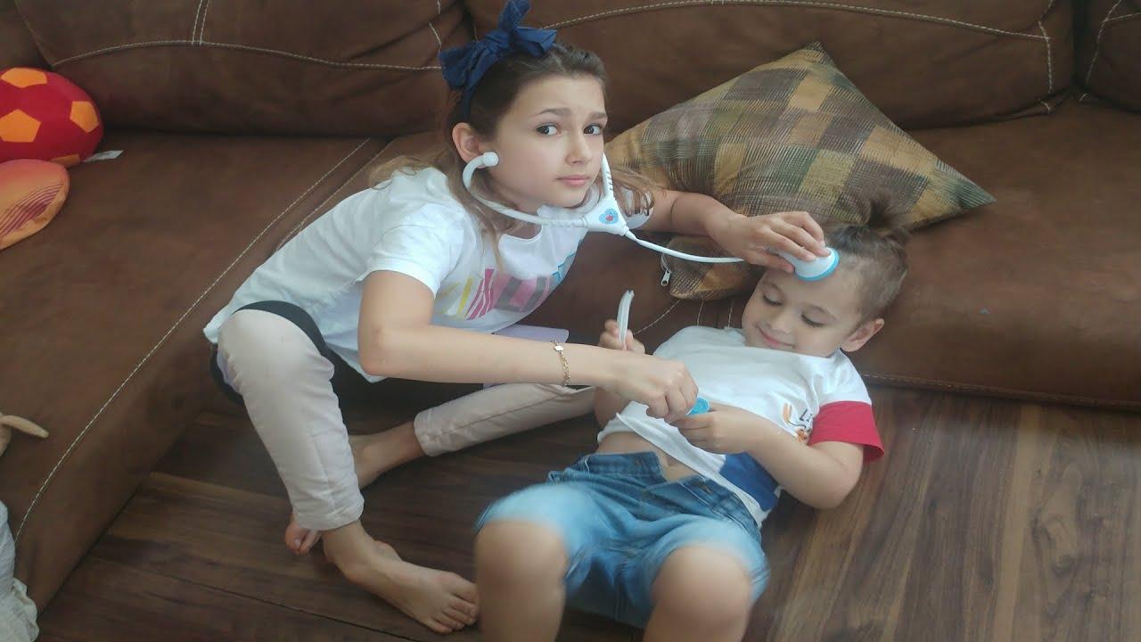 Berkay hastalandı. Elif doktor oldu muayene etti.