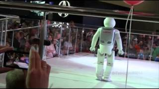 Робот ASIMO на Московском Автосалоне 2014