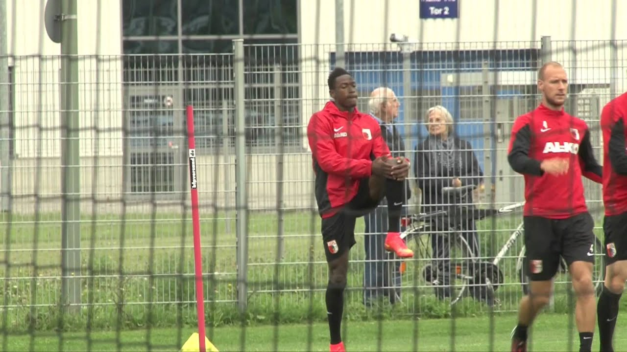Borussia Dortmund beobachtet Baba vom FC Augsburg | Linksverteidiger soll Defensive verstärken