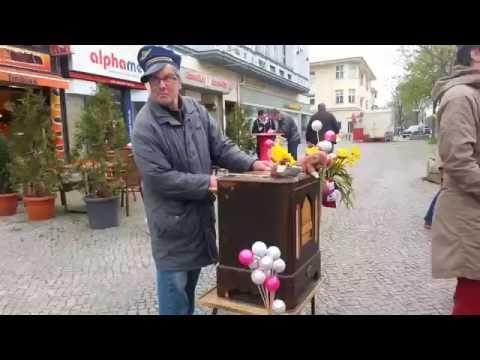 Street Music Box Player in Berlin