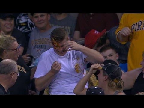 Foul ball knocks nachos out of fan's hand