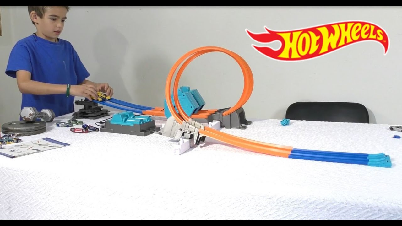 hot wheels power booster kit track set track builder. Black Bedroom Furniture Sets. Home Design Ideas