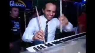 أفراح العالمى عمر المصرى فى المنزلة الموسيقار محمد حاتم بيرقص بالعصايا