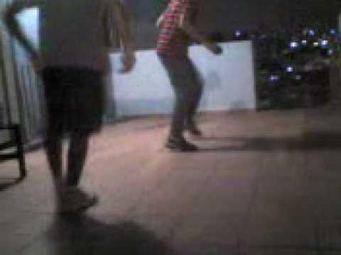 MOV00003 rone e Douglas dançando psy simples