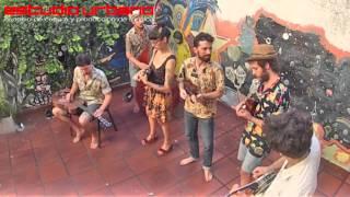 Sesiones Urbanas - La Familia de Ukeleles (Acústico)