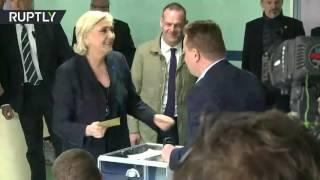 Марин Ле Пен проголосовала на президентских выборах во Франции