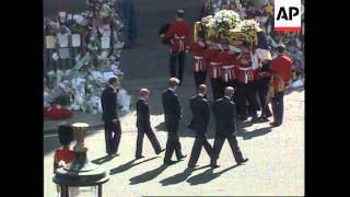 UK - Millions Flock To London To Show Their Grief Fro Princess Diana, Earl Spencer
