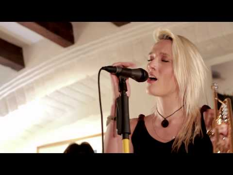 "Private Studio Sessions: Jenny and the Mexicats ""Verde más allá"""