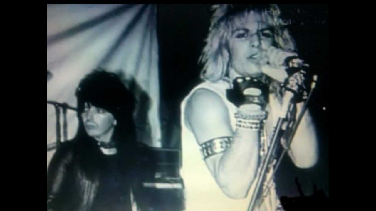 Mötley Crüe: Merry-Go-Round from album LIVE... - YouTube