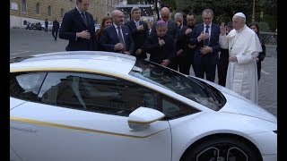lamborghini dona un auto deportivo al papa francisco
