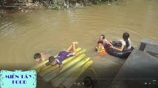 Tắm Sông Bằng Bè Chuối Lạc Trôi Trên Sông | Chặt Chuối Làm Bè Tắm Sông ► MIỀN TÂY FOOD