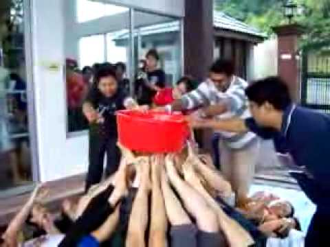 Water games youtube - Team building swimming pool games ...