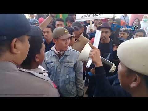 Cari Bupati Jeneponto, Pengunjuk Rasa dan Polisi Saling Dorong Mp3