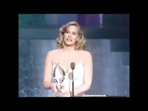 Cybill Shepherd Wins A People's Choice Award 1988