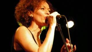 Quintetto X: elegante e sensuale Rosalia De Souza spessore e dinamismo di Bosso e Partipilo