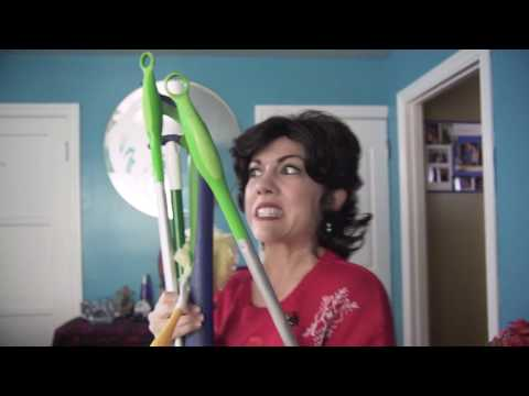 Holiday Cleaning with LATINA Moms | mitú
