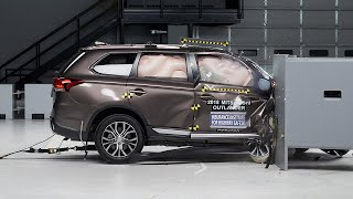 2018 Mitsubishi Outlander passenger-side small overlap IIHS crash test