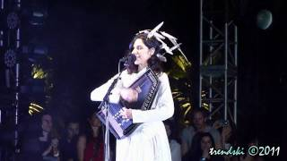 PJ Harvey - The Words That Maketh Murder (LIVE @ Coachella 2011)