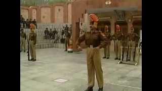 Индийский строевой шаг.flv(Ссылка на ещё один ролик с индийским строевым шагом: http://youtu.be/Zv4OR_cuD08., 2012-12-01T20:53:07.000Z)