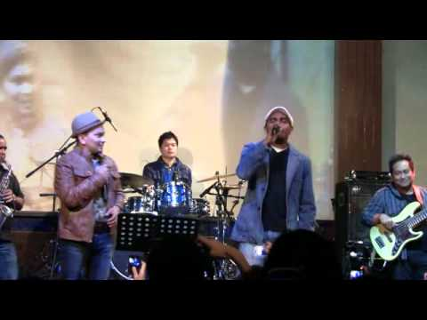Tompi feat. Glenn Fredly  - Tak Pernah Setengah Hati @ Launching New Album TPSH