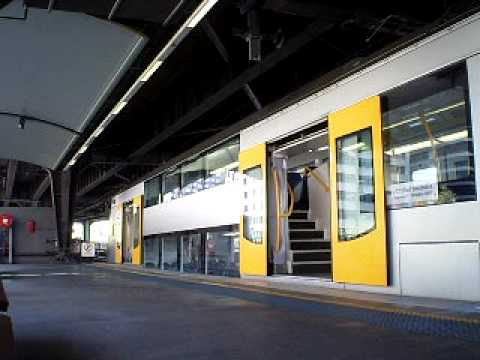how to get to circular quay by train