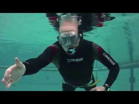 PADI Divemaster IDC Skill 24: Schnorcheltauchen – Schnorchel mittels Verdrängungsmethode ausblasen
