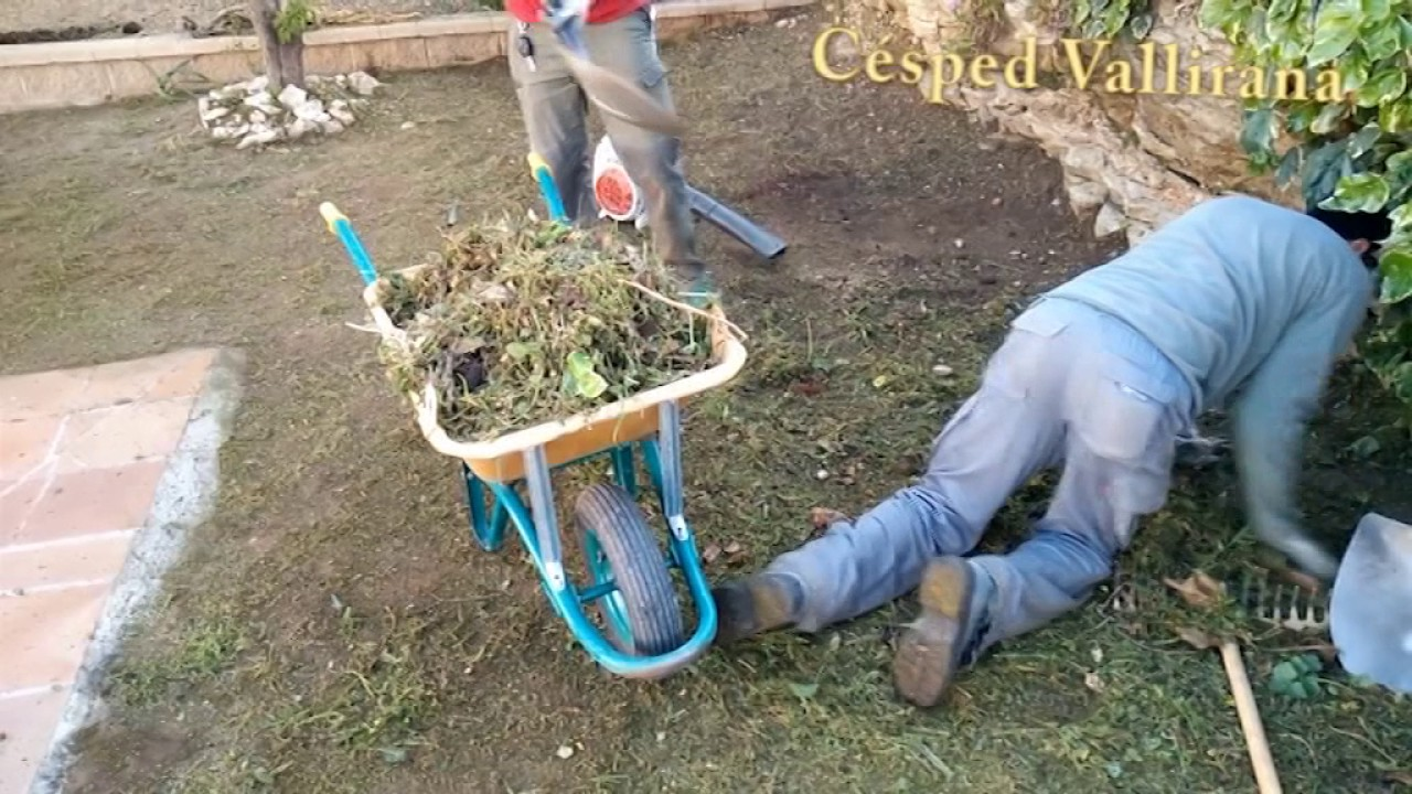 C mo preparar el terreno para tu instalaci n de cesped for Colocar adoquines en jardin