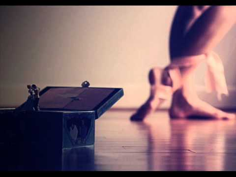 Le Petit Carillon (Music Box)