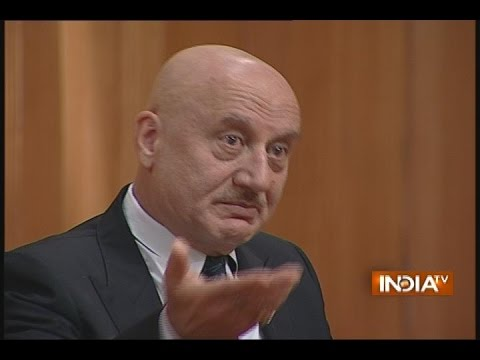 How Anupam Kher Got Mahesh Bhatt鈥檚 'Saaransh' by Abusing Him