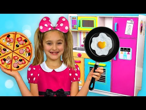 Sasha and Max plays with Kitchen Toys and opens Restaurant