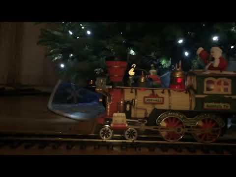 New Bright Holiday Express FULL SET Engine Tender PLUS 8 Cars Dillard's Trimmings Christmas Train