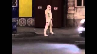 Человек-мумия!!!Как креативно вызвать такси!!!(Человек-мумия!!!Как креативно вызвать такси!!!, 2015-09-22T16:32:04.000Z)
