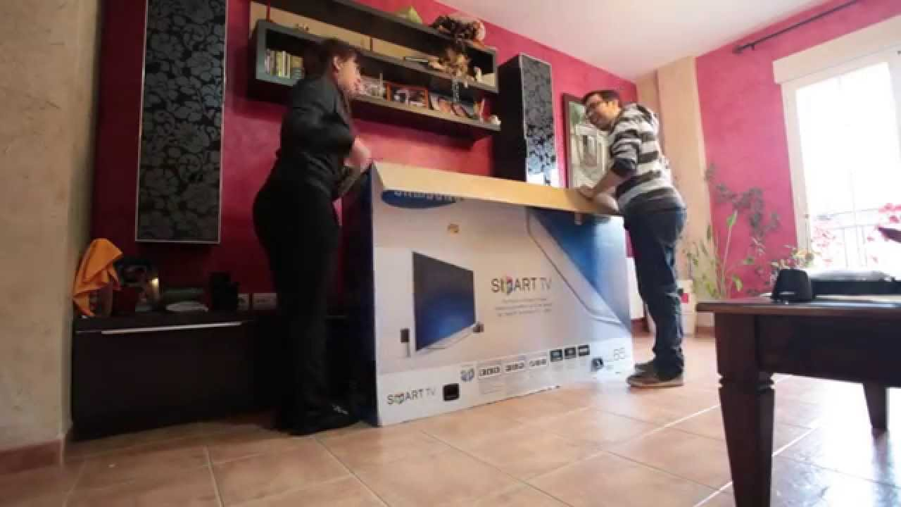 Unboxing samsung ue65es8000 65 smart tv un65es8000 for Samsung smart tv living room