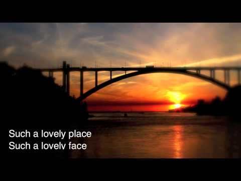 The Eagles - Hotel California (Lyrics)