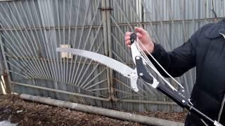 Сучкорез и ножовка для высоких (до 5 метров) деревьев.