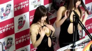 東京オートサロン 太平タイヤブースが大変なことに 花木衣世 動画 23