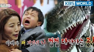 Seungjaes startled at a moving dinosaurgrabs a random personcries The Return of Superman