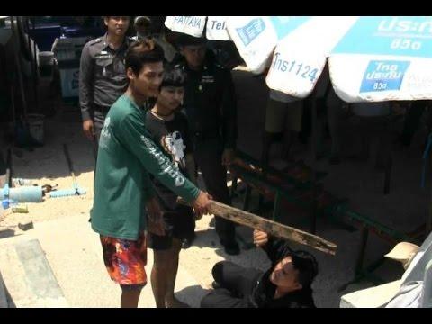 ตร.ชลบุรีคุม2วัยรุ่นรุมทำร้ายรปภ.มาทำแผน